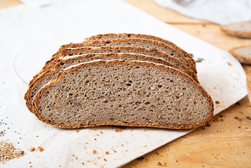 Superfood pan rústico libre de gluten con superalimentos